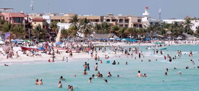 Riviera Maya: crema solar de turistas arriesga los corales