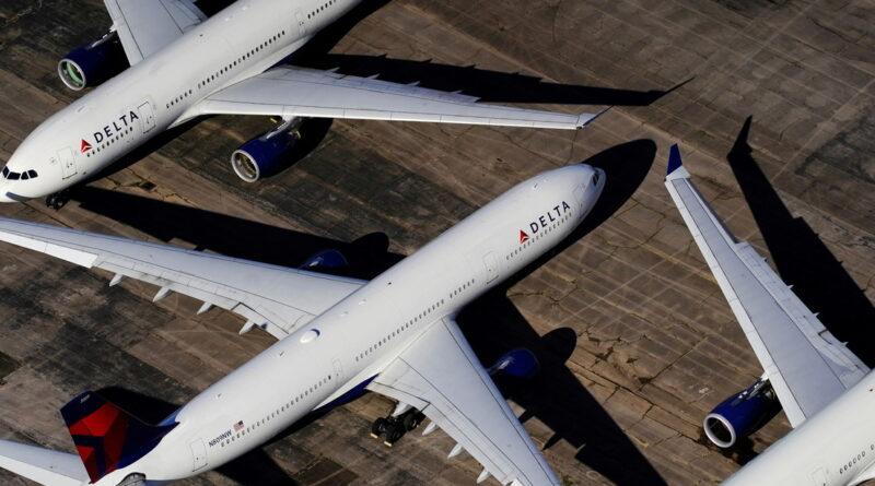 La aerolínea Delta multará mensualmente a los empleados que no estén vacunados contra el covid-19
