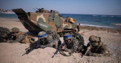 """Las maniobras conjuntas entre Washington y Seúl son un """"ensayo de guerra"""" y de """"ataque preventivo"""", afirma el embajador de Corea del Norte en Rusia"""