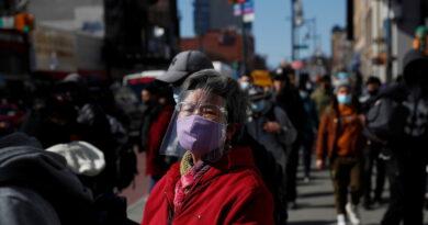 """Más de 9.000 casos de agresión desde el inicio de la pandemia: un informe muestra el alcance del """"virus del odio"""" contra los asiáticos en EE.UU."""