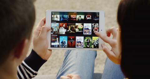 Netflix ya ofrece en iPhone y iPad soporte para audio espacial aunque no funciona con cualquier auricular