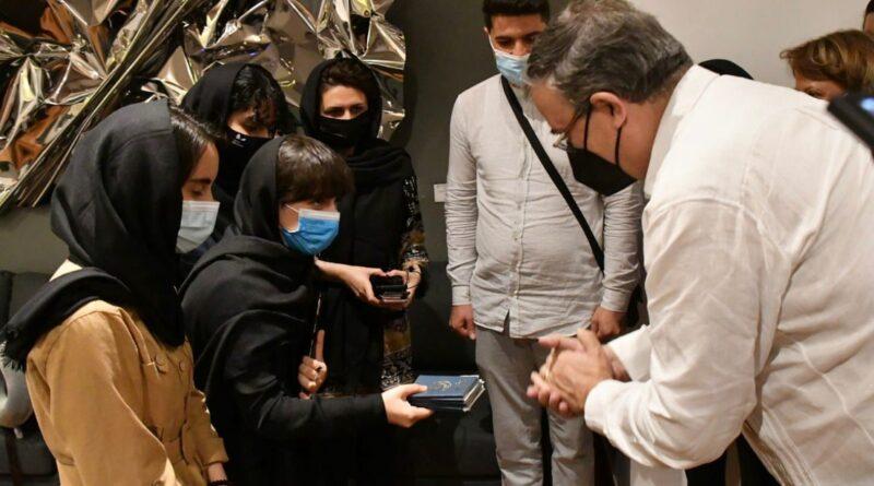 """""""Nos pareció importante abrirles nuestra casa"""": México recibe a un grupo de jóvenes afganas del reconocido equipo de robótica"""