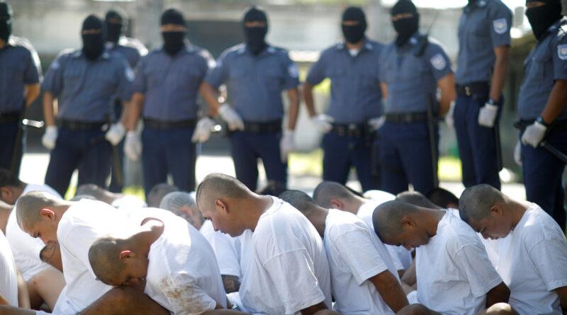 Revelan supuestas negociaciones del gobierno de Bukele con tres pandillas salvadoreñas (y cómo intentó borrar las evidencias)