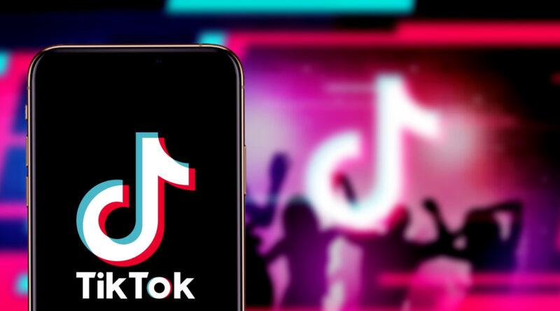 TikTok prohíbe el popular 'reto de las cajas de leche' ante el gran número de personas que han sufrido graves lesiones al intentarlo