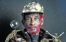 Lee 'Scratch' Perry, visionario productor de reggae, muere a los 85 años