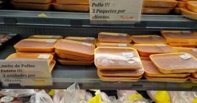 Limitan la venta de pollo en grandes supermercados de la capital
