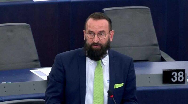 József Szájer demanda por las fotos en Blikk