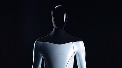 """Elon Musk anuncia """"Tesla Bot"""" Robot parecido a un humano"""