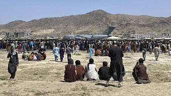 Amenazas del Estado Islámico obligan a EE.UU. a buscar alternativas para evacuaciones en Kabul