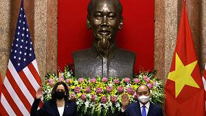 """Kamala Harris y conflicto en el Mar de China Meridional: """"Tenemos que encontrar maneras de presionar a Pekín"""""""