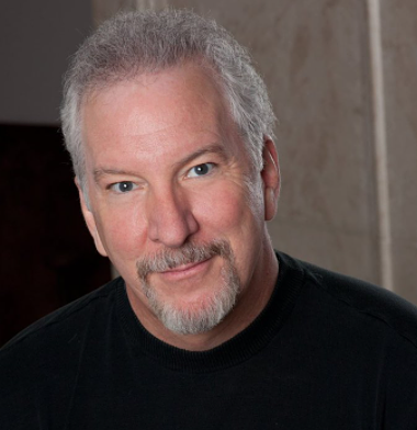 El presentador de Nashville Talk, Phil Valentine, muere a causa del virus COVID-19