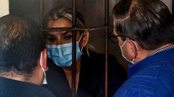 """Gobierno de Bolivia asegura que ex presidenta Jeanine Áñez se generó """"autolesión"""" en la cárcel"""