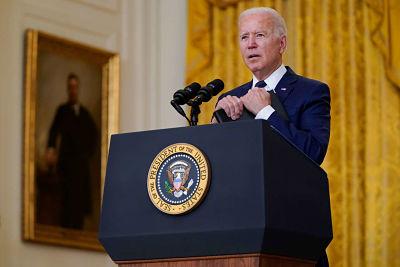 """Presidente Biden acusa a China de retener """"información crucial"""" sobre orígenes del Covid-19"""