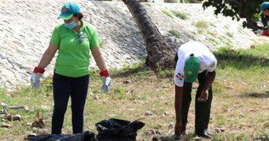Ayuntamiento de Santo Domingo Este se une a la jornada por el Día Nacional de la Limpieza de Costas