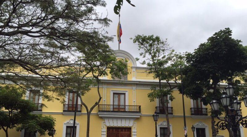 """Bolivia y Venezuela responden al informe de EE.UU. sobre tránsito y producción de drogas: """"Pretende erigirse como policía supranacional"""""""