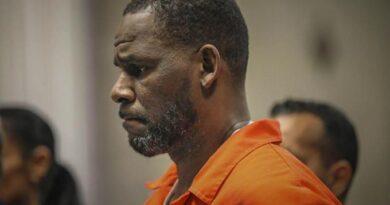 Declaran culpable al rapero estadounidense R. Kelly de extorsión y tráfico sexual