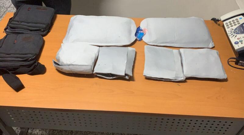 Detienen mujer en el AILA con más de cuatro kilos presumiblemente cocaína