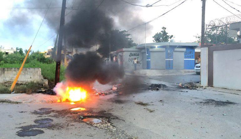 Moradores de Higüey protestan por los constantes apagones de Edeeste