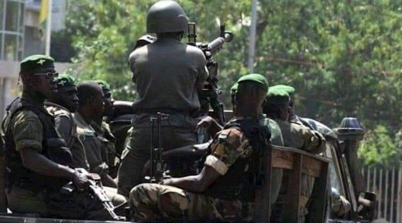 Los militares golpistas en Guinea anuncian que el presidente derrocado no abandonará el país