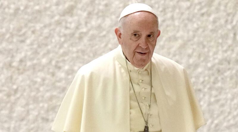 """Papa Francisco: """"Sigo vivo, aunque algunos me querían muerto"""""""