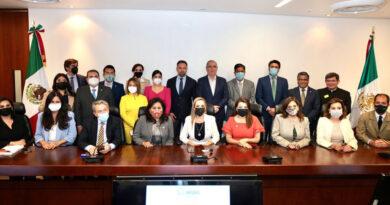 Una foto de un grupo de senadores mexicanos del PAN con el líder del partido de ultraderecha español Vox desata la polémica