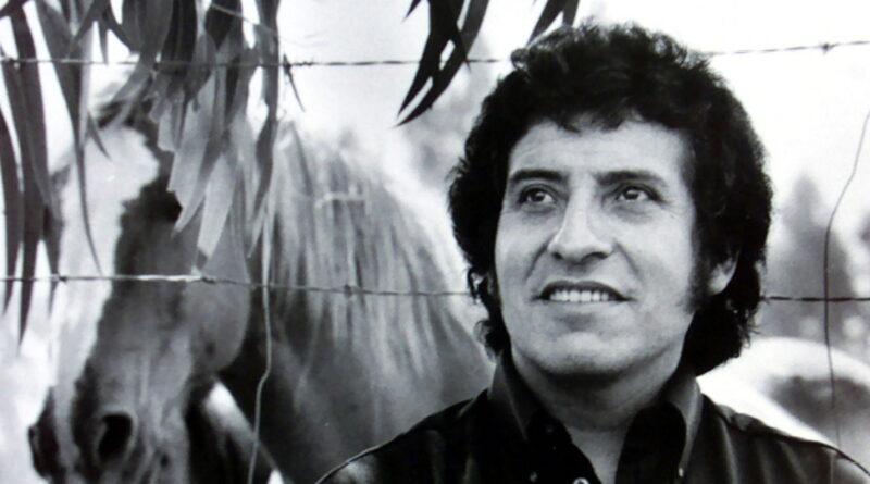 Vandalizan la tumba del mítico cantautor Víctor Jara en el 89.º aniversario de su nacimiento