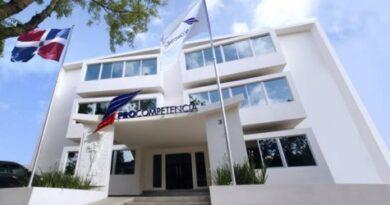 Hija del ministro Chú Vásquez encabeza listado de propuesta para ProCompetencia