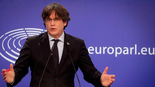 Líder catalán Carles Puigdemont es dejado en libertad pero no puede salir de Cerdeña