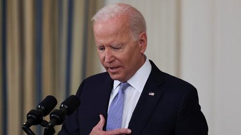 """Biden asume responsabilidad por maltratos a migrantes y promete """"consecuencias"""" para quienes los cometieron"""
