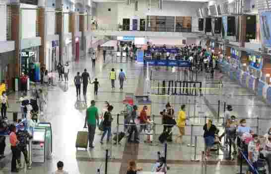 Pasajeros enojados por los persistentes retrasos de la aerolínea JetBlue