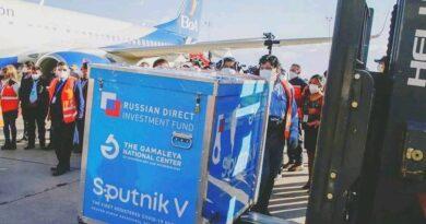 Llegan a Bolivia 144.500 dosis del segundo componente de la vacuna Sputnik V