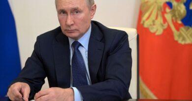 """Putin afirma que Rusia superó los difíciles años 90 no gracias a él, sino a """"la paciencia, el coraje y la voluntad del pueblo ruso"""""""