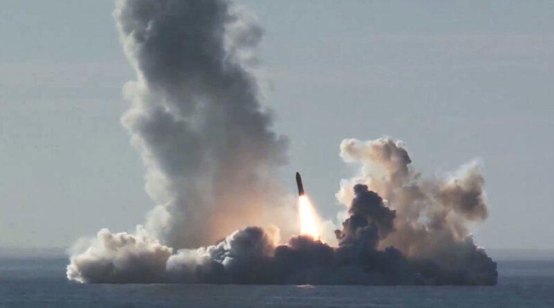 Rusia prueba su nuevo submarino estratégico nuclear lanzando un misil de 8.000 km de alcance desde el mar Blanco hasta Kamchatka